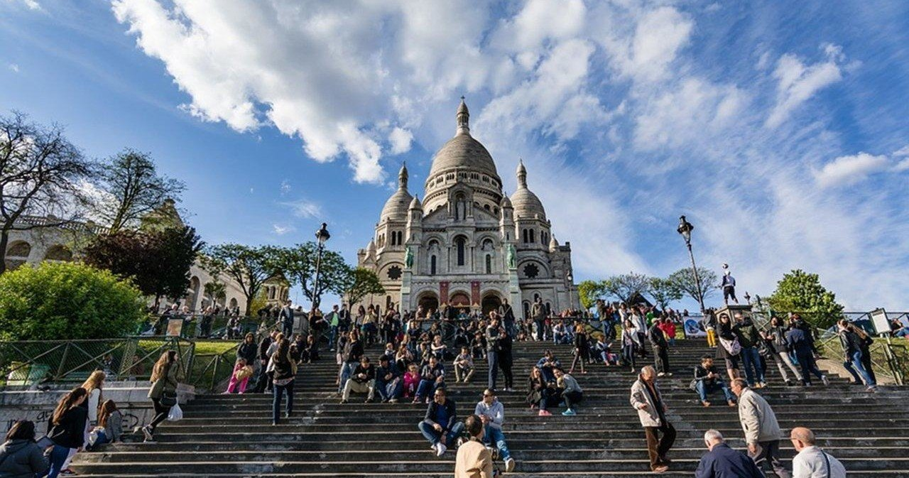 Book online Free Montmartre Tour now!
